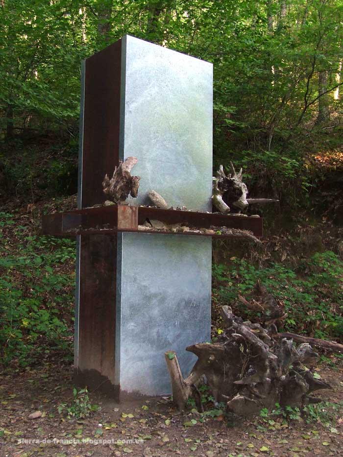 intervención artística en el camino espejos de los bosque