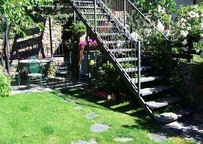 Escalera directa desde la casa la Fuente