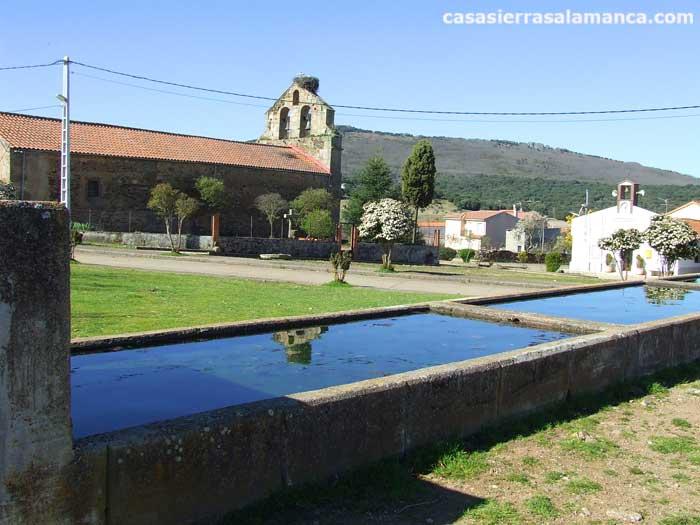 Aldeanueva de la Sierra, Abrevadero e iglesia