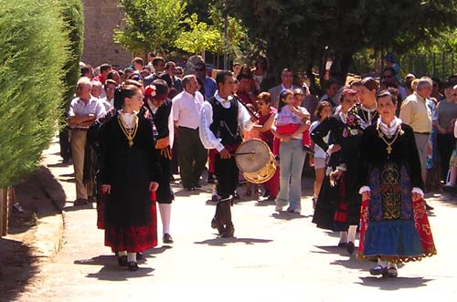 typical dances in villanueva del conde