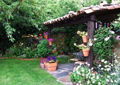 Jardín fresco y tranquilo