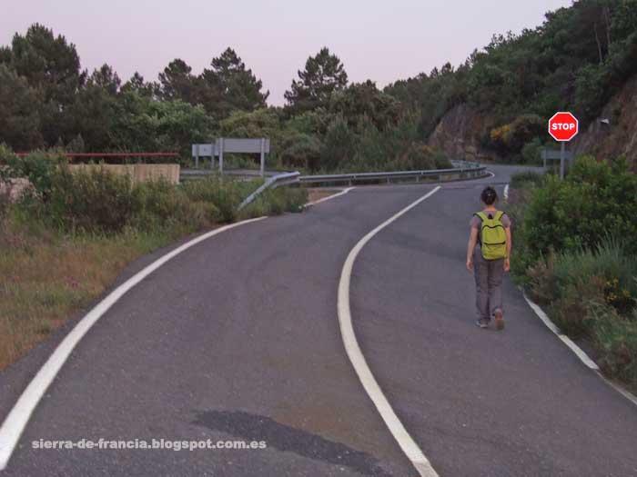 caminando hacia villanueva y las casas rurales