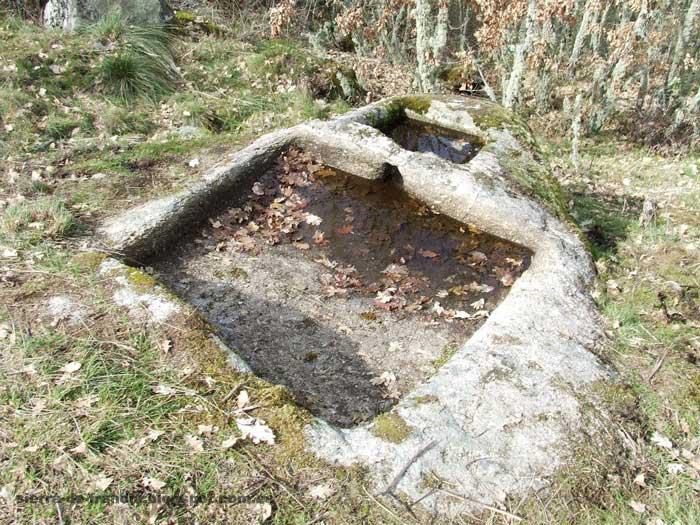 Antiguos lagares cavado en roca en san esteban de la sierra