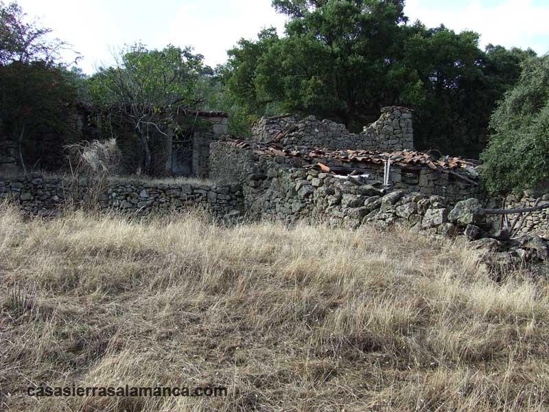 antiguas cuadras en ruinas